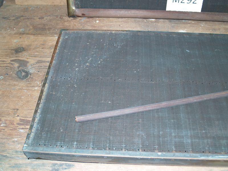 M292c Broken deckle divider