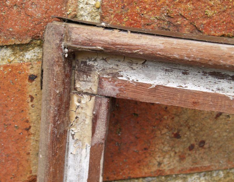 M205f Finale - damaged corner joint - bottom
